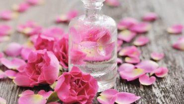 Công thức và Cách làm mỹ phẩm từ hoa hồng tại nhà