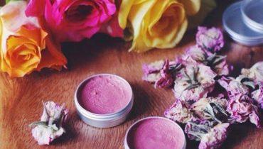 Công thức và cách làm son môi bằng hoa hồng tại nhà